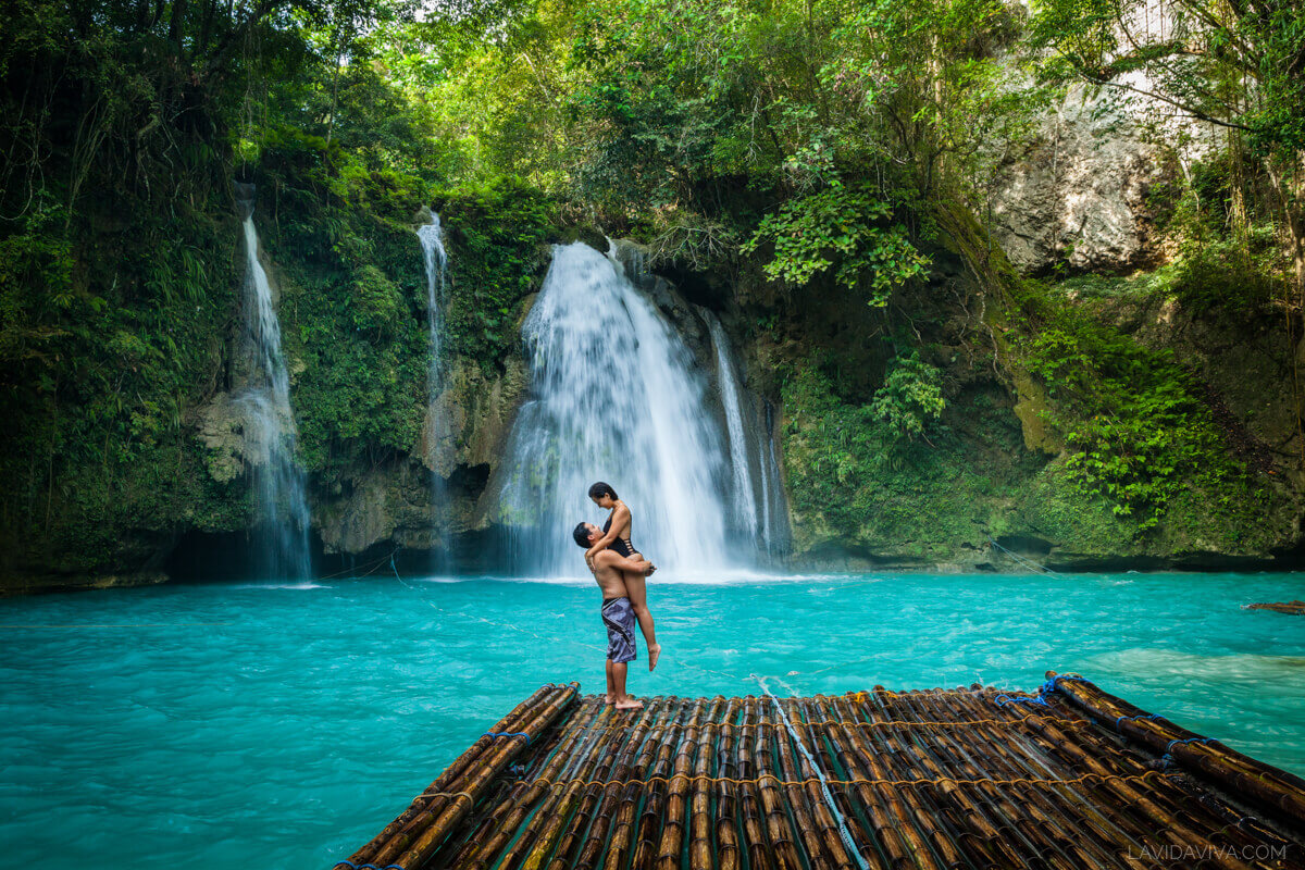 travel couple standing on plank at Kawasan Falls photography